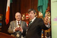 Paul O'Brien FIBKA President presents The Lord Mayor with some Top Quality honey.